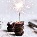 Make in Minutes! healthy 3 ingredient paleo fudge. Best vegan Christmas chocolate desserts.