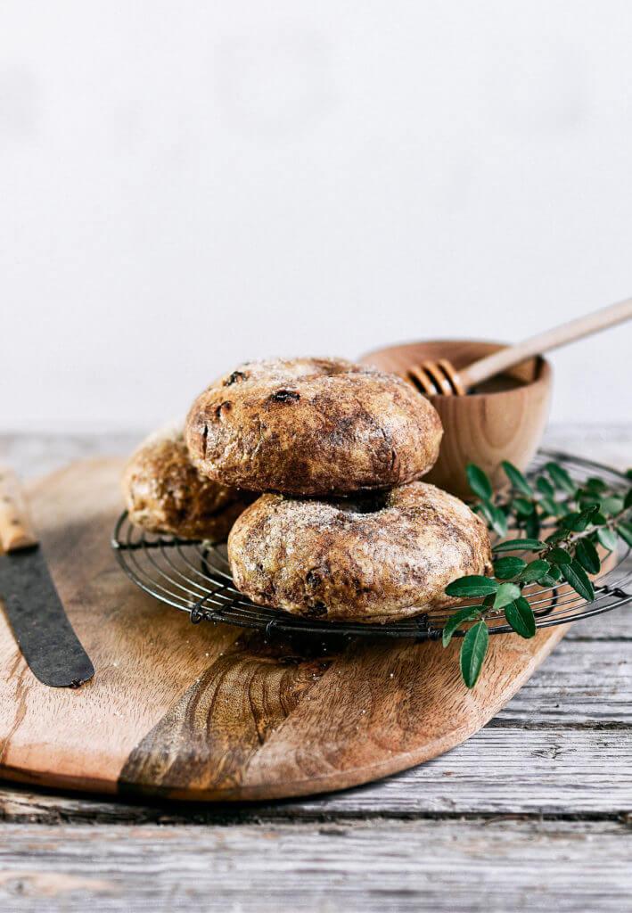 15 Minute Flourless Paleo Cinnamon Raisin bagels. best gluten free bagel recipe. Easy grain free and paleo bagels.