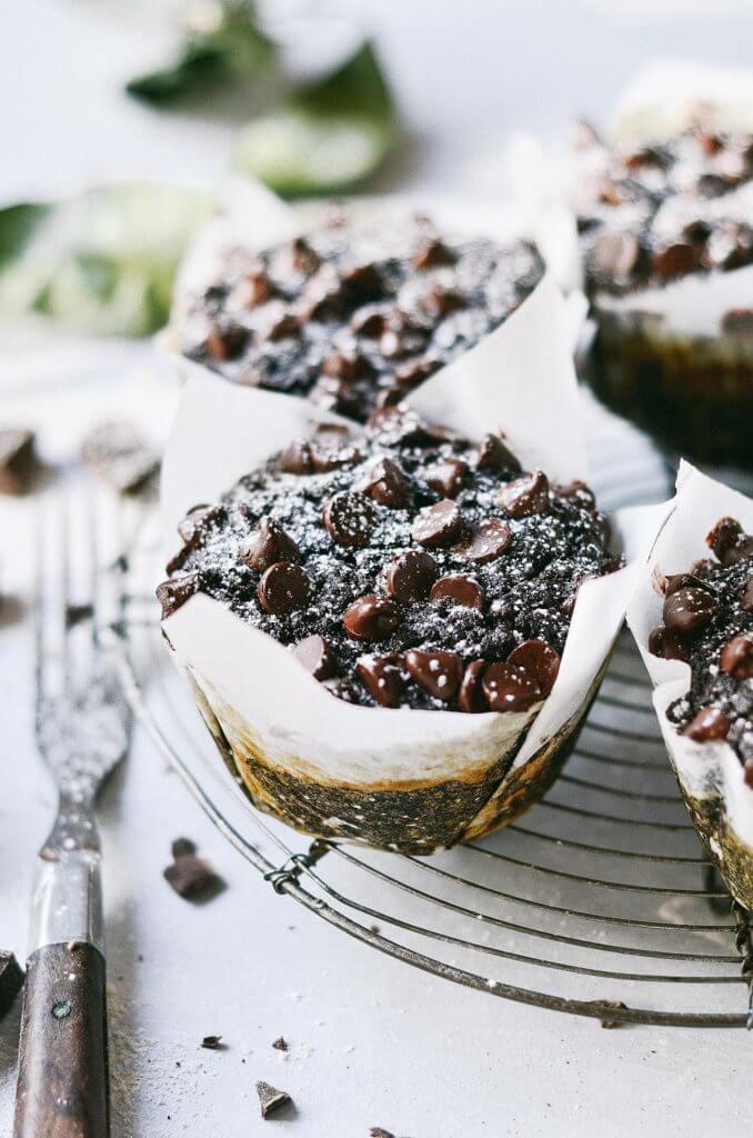 5 Minute Fudgey Flourless Chocolate Banana Zucchini Paleo Muffins! Best paleo muffins! Easy gluten free breakfast. Best healthy breakfast recipes. Easy gluten free muffins. Best chocolate recipes