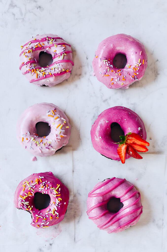 Easy 5 Minute Paleo Brownie Donuts. Homemade baked donut recipe. Easy homemade glazed chocolate doughnut recipe. Easy gluten free doughnut. Best healthy chocolate doughnut recipe. Low carb doughnut recipe.
