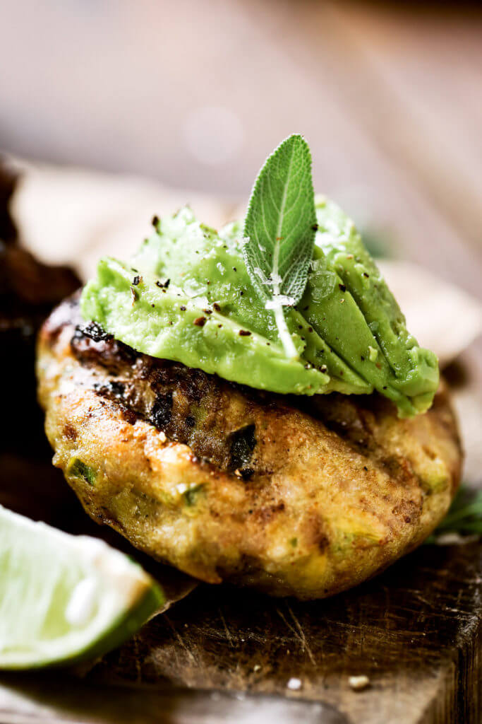 The most delicious LEGIT spicy avocado chicken burgers (paleo & whole30)! Loaded with fresh basil and garlic! Top with a creamy white sauce and red onion. Plus, these fluffy and soft grain free buns are to die for! Check out this whole30 burger. Paleo burger recipe. Paleo burger patties. Paleo chicken burgers. Paleo meal plan. Easy paleo dinner recipes. Easy whole30 dinner recipes. Whole30 recipes. Whole30 lunch. Whole30 meal planning. Whole30 meal prep. Healthy paleo meals. Healthy Whole30 recipes. Easy Whole30 recipes.