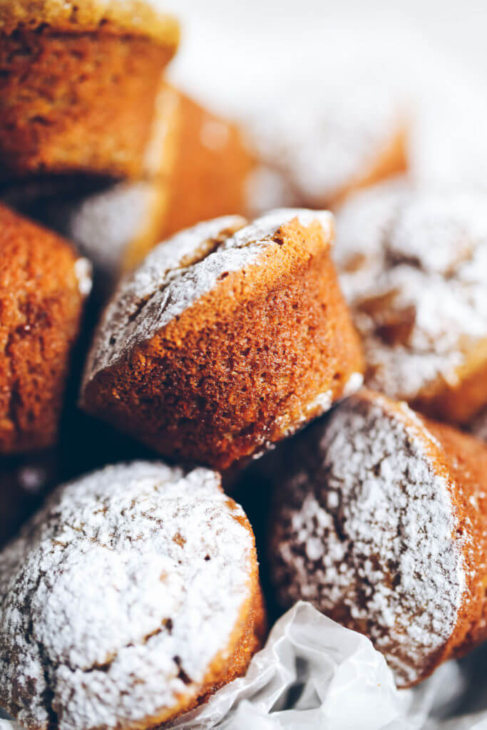 5 Minute, 71 calorie paleo pumpkin spice protein muffins. Flourless pumpkin banana muffins make for easy meal prep- perfect for cozy fall breakfasts or post workout fuel! Naturally sweetened, with added health benefits and protein from collagen peptides. Paleo pumpkin muffins. Flourless pumpkin muffins. Easy gluten free pumpkin muffins. Easy paleo pumpkin muffin recipe. Best healthy paleo pumpkin muffins.