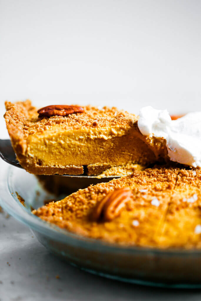The easiest vegan pumpkin cheesecake! Grain free and paleo friendly. Pecan cookie crunch crust with a creamy vegan pumpkin filling. Lightly sweetened with maple syrup. Vegan, gluten free, and dairy free! Incredibly creamy and satisfying! Raw paleo cheesecake recipe. No bake cashew cheesecake. Best gluten free vegan cheesecake. Raw paleo cheesecake recipe. No bake cheesecake recipe. Paleo cream cheese. Best paleo dessert recipes. easy cashew cheesecake.