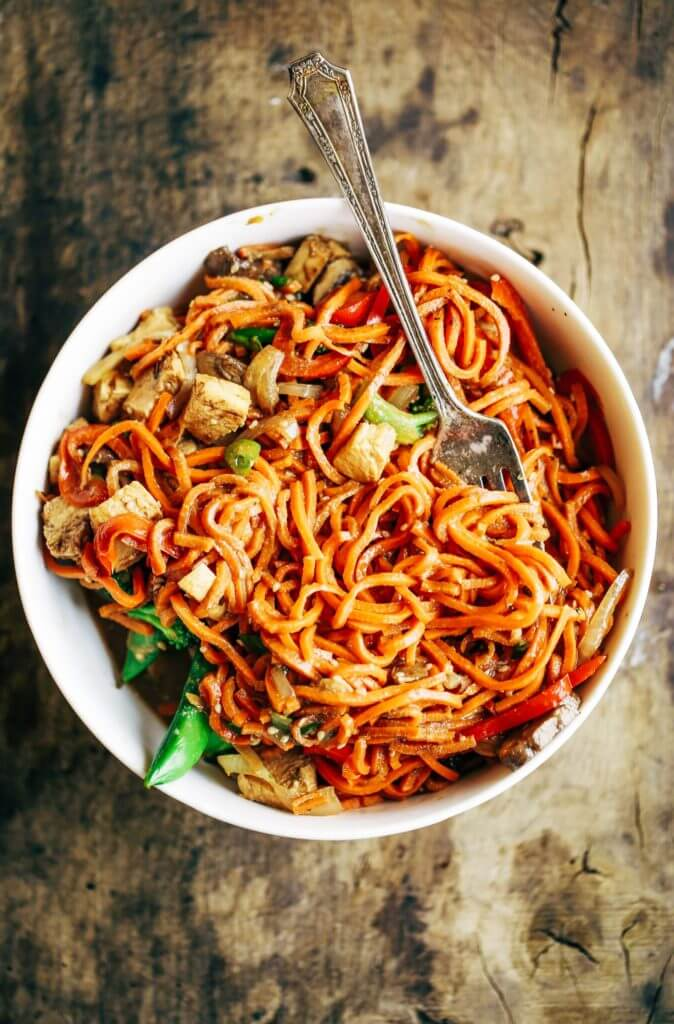 Best whole30 chicken lo mein paleo gluten free eats healthy lo mein made with delicious carrot noodles an easy 15 minute whole30 meal the forumfinder Images