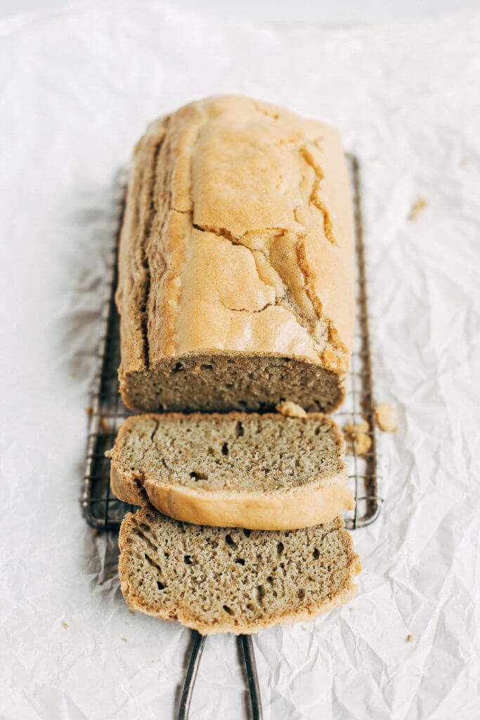 Healthy paleo sandwich bread- made in the blender! Makes perfect sandwiches. Easy gluten free and grain free bread recipe. Easy paleo bread recipe. Paleo baking. Paleo breads. Paleo sandwich bread. Almond flour paleo bread. Paleo lunch ideas. Easy paleo lunches. Paleo for beginners. Paleo diet recipes. Paleo breakfast and snacks. #bread #paleo #gluten free #healthy #easylunch