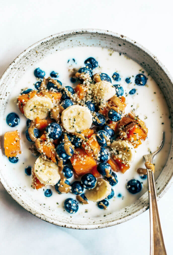 Easiest low calorie healthy breakfast! Sweet potato fruit cereal is made with baked sweet potato, fresh fruit, and nut milk of choice. This is a perfect paleo whole30 breakfast for on the go. #paleo #whole30 #mealprep #healthybreakfast