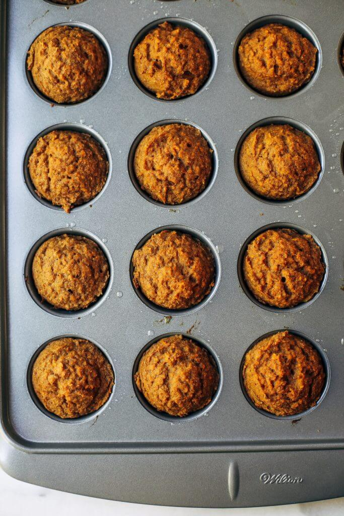 51 calorie banana muffins made with sweet potatoes instead of flour! Healthy paleo banana bread muffins make easy paleo breakfasts for on the go. Kid friendly paleo snack idea. #paleo #sugarfree #bananas #bananabread #baking #glutenfree