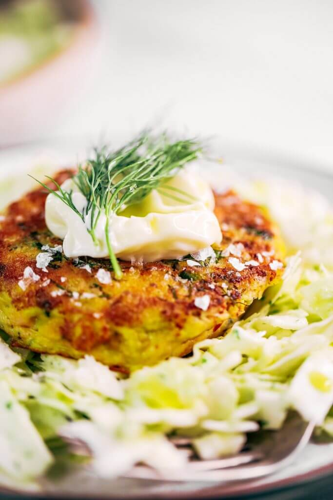 Whole30 salmon burgers with a side of slaw and zesty coconut milk lemon dill dressing. This easy paleo dinner recipe is perfect for meal prep and is SO easy to make! Lemon dill salmon burgers the whole family will love! #paleo #recipes #healthy #whole30