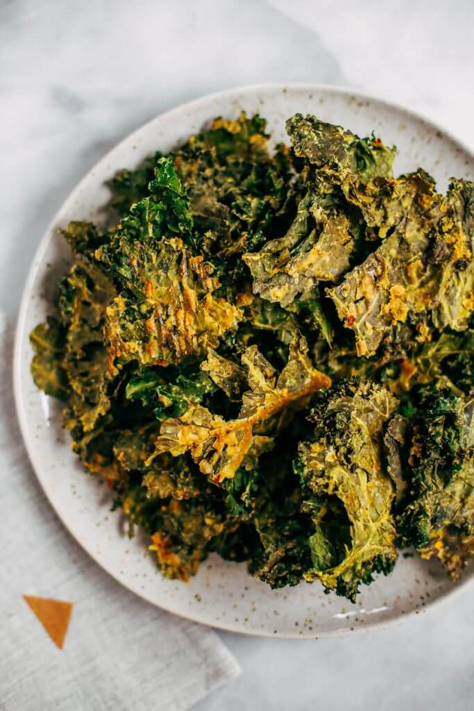 Zesty lemon garlic kale chips. Homemade kale chip recipe. Easy whole30 snack for on the go. These healthy paleo kale chips are made with just a few ingredients and are SO easy to make! #whole30 #paleo #vegan #recipe #cooking